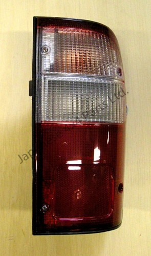 Toyota Hilux 2.5TD Pick Up D4D - KDN165 - MK5 (08/2001-07/2005) - Rear Tail/Back Lamp R/H (Indicator is on Top)